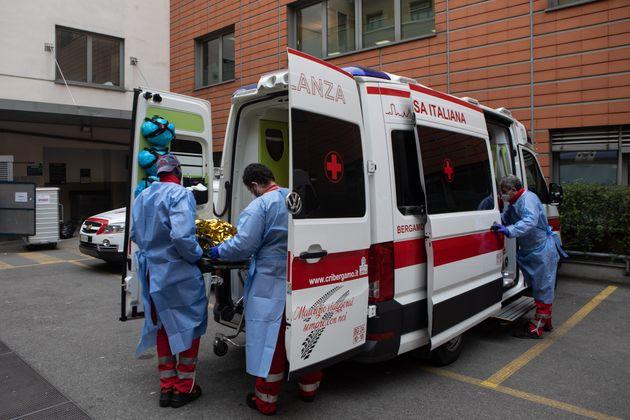 Covid in Italia: 44 morti, dato più basso dal 14/10. Tasso di positività