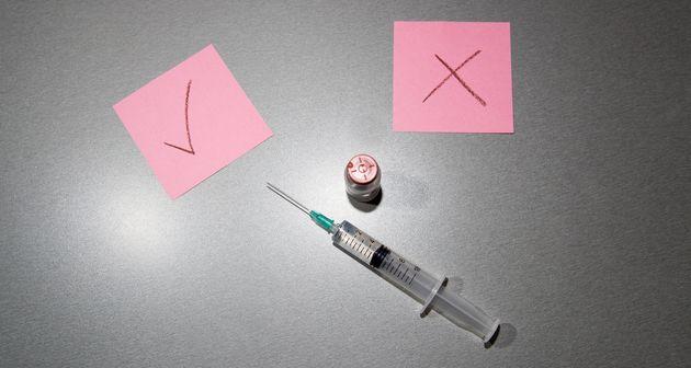Même jeune et en bonne santé, recevoir une dose de vaccin a de nombreux avantages et les risques sont