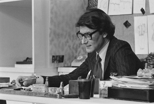 Ο Υβ Σεν Λοράν στο ατελιέ του την δεκαετία του 70.