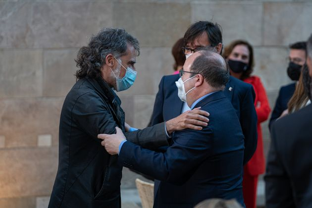 El presidente de Òmnium Cultural, Jordi Cuixart, y el ministro de Política Territorial...