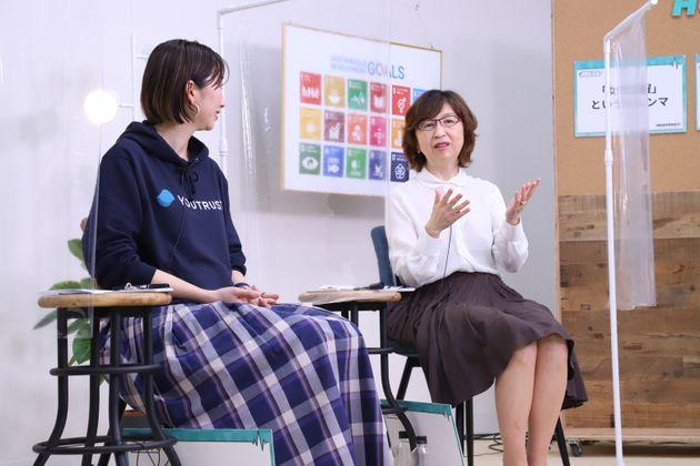 南場智子さん(右)