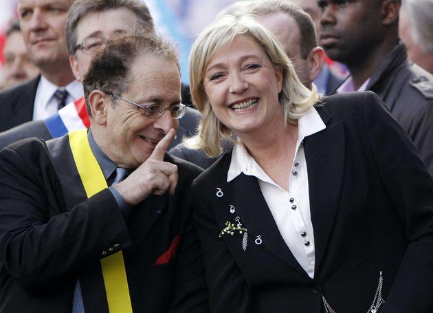 Marine Le Pen et Jean-Richard Sulzer le 1er mai 2012 lors de la commémoration du 600e anniversaire...
