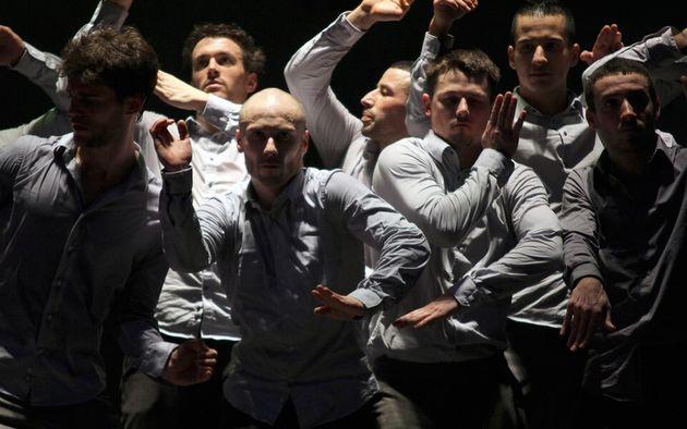 Χορεύοντας hip hop στην Πειραιώς