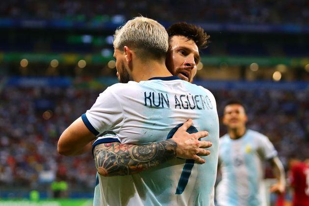 Agüero, junto a Messi con la selección