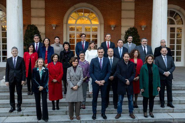 Foto de familia, en Moncloa, del segundo Gobierno de Pedro Sánchez, en coalición con Podemos, el 14 de...