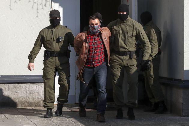 Λευκορωσία: Ακτιβιστής προσπάθησε να κόψει τον λαιμό του στο