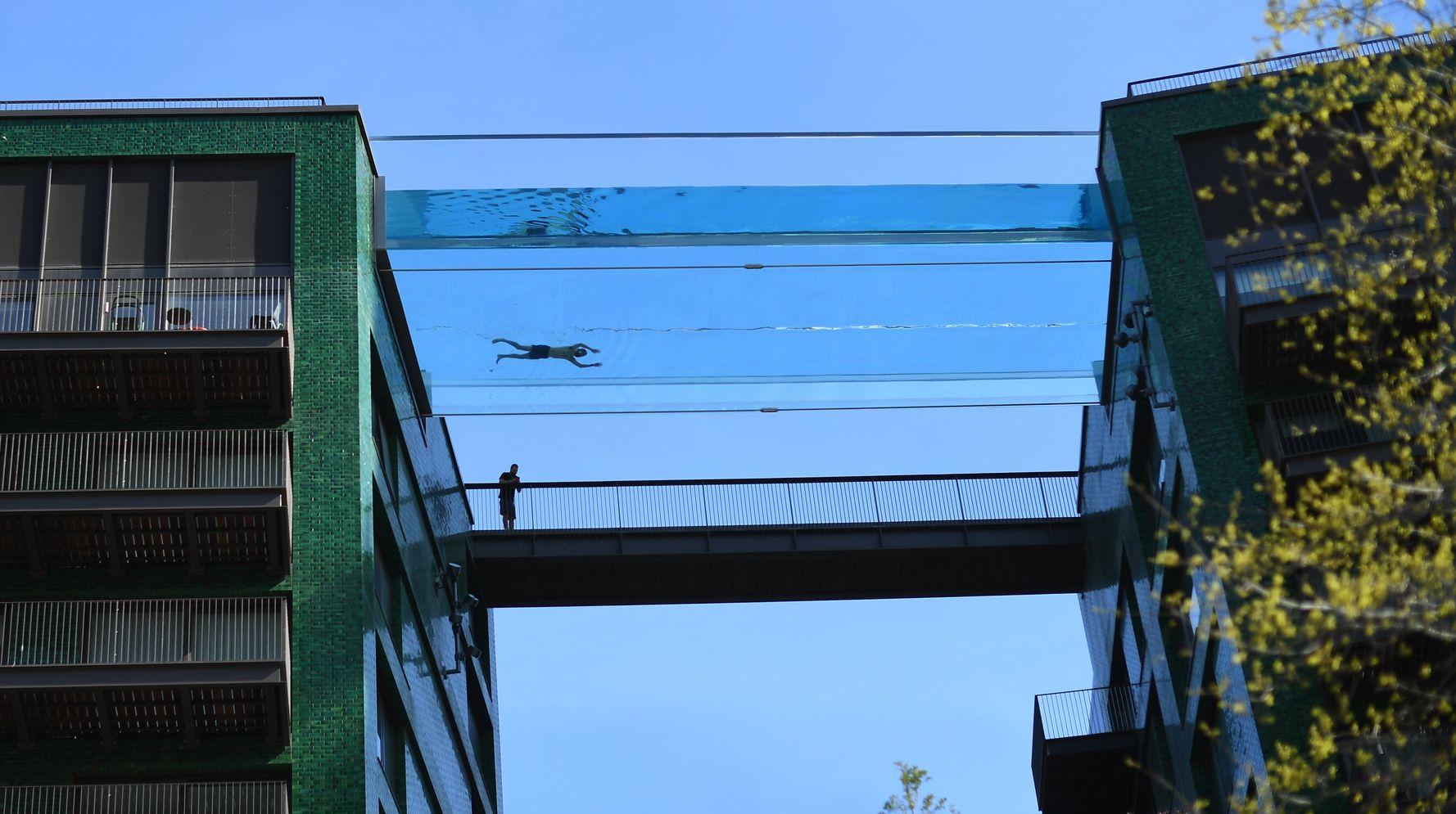 London's New See-Through Skyscraper Pool Has <b>Twitter</b> Users Saying 'Hell No!' thumbnail