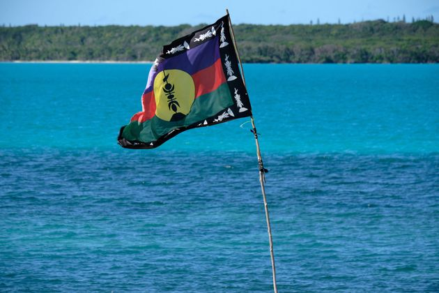 (photo d'illustration du drapeau indépendantiste kanak dans la baie de Saint-Maurice, en Nouvelle Calédonie,...