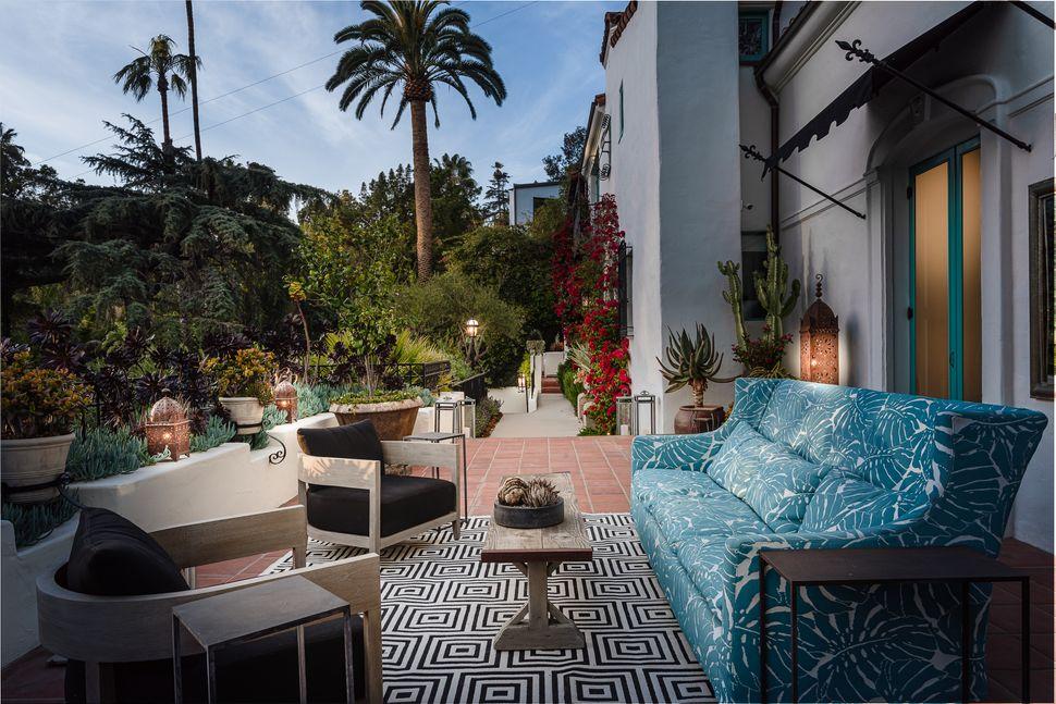 Αποψη των εξωτερικών χώρων της έπαυλης του Λος Αντζελες που αγόρασε ο Ντι Κάπριο για την μητέρα του