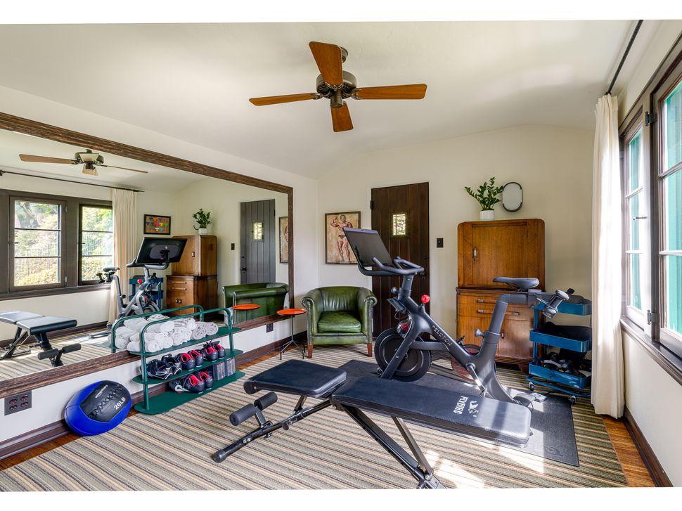 Το γυμναστήριο της έπαυλης του Λος Αντζελες που αγόρασε ο Ντι Κάπριο για την μητέρα του