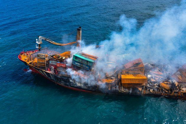 Σρι Λάνκα: Βύθιση πλοίου με τόνους χημικών, φόβοι για τεράστια οικολογική