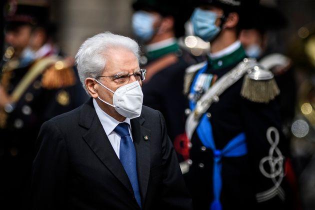 ROMA, ITALIA - 02 DE JUNIO: El presidente italiano Sergio Mattarella asiste a las celebraciones del 75 aniversario ...