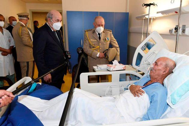 El presidente argelino, Abdelmayid Tebune, y el jefe del Ejército argelino, el general Said Chengriha,...