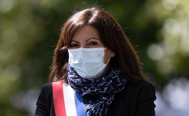 Anne Hidalgo assite à la cérémonie de commémoration de l'abolition de l'esclavage au jardin du Luxembourg...