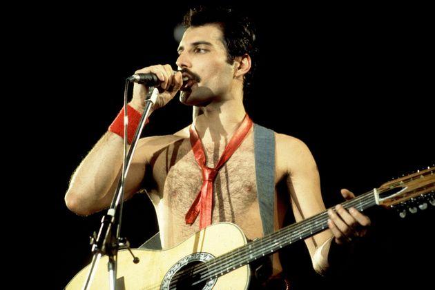 1980年シカゴでのライブのステージに立ったフレディ