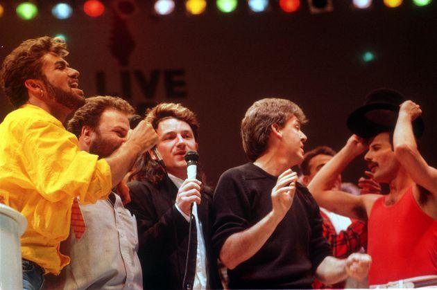 ライヴ・エイドのステージには、クイーンの他にもジョージ・マイケル、U2のボノ、ポール・マッカートニーなども集い「伝説」を作った