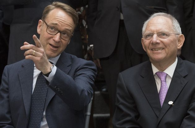 Wolfgang Schäuble (R) speaks with Jens Weidmann (L), President of the German Federal Bank (Photo...