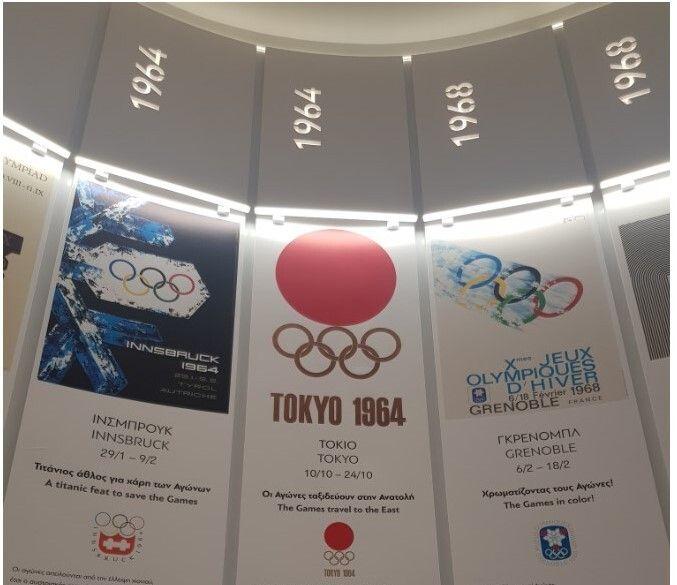 Οι προθήκες με τις παρουσιάσεις των Ολυμπιακών Αγώνων του 20ου αιώνα