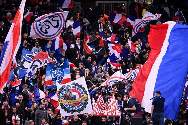 Les supporters français lors du match France-Moldavie au Stade de France à Saint-Denis,...