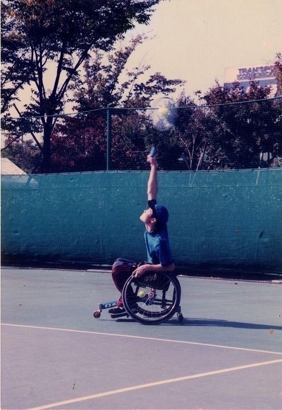中学一年生の頃の国枝選手。テニスが趣味だった母のすすめで車いすテニスを始めたそう
