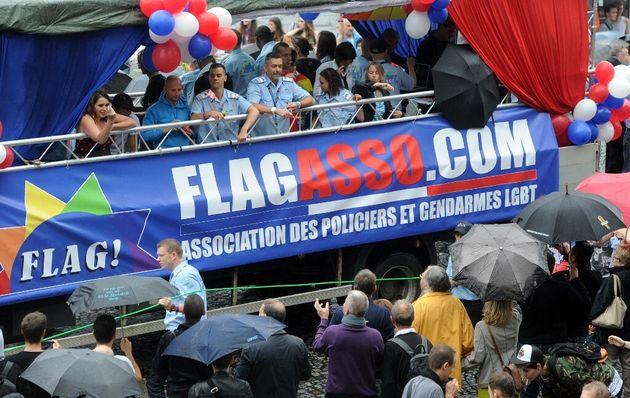 Le char de l'association Flag! à la marche des fiertés de Paris, le 28 juin
