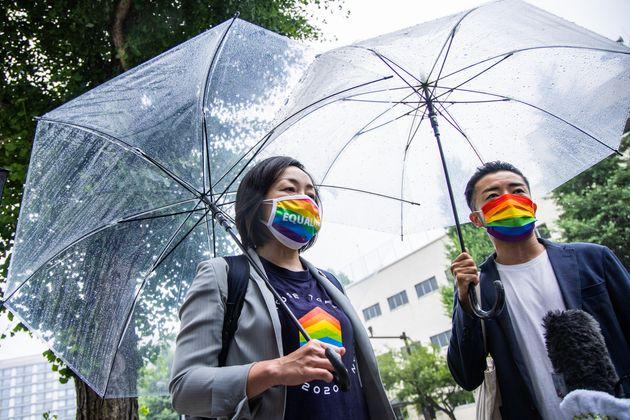 今国会でLGBT新法の制定を求める要望書を自民党東京都市部連合会に提出した五十嵐ゆりさん(左)と杉山文野さん=2021年6月4日撮影