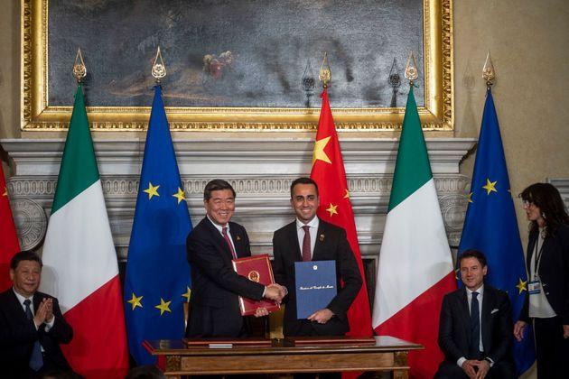 Di Maio sconfessi Grillo (e Petrocelli) sulla repressione cinese degli