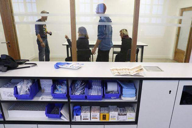 Une salle de consommation à moindre risque pour usagers de drogues, à Paris, le 11 octobre