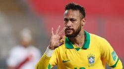 Avec la sélection brésilienne, Neymar a fait face à des fans (un peu trop)