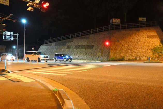 事故現場となった北山トンネル南口交差点=2021年6月5日午後11時49分、盛岡市北山、奈良美里撮影