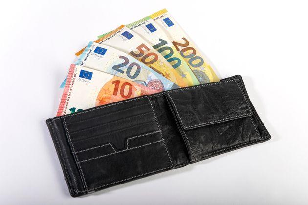 Detenido en Málaga por robar 100.000 euros a su cuñada y cambiarlos por recortes de