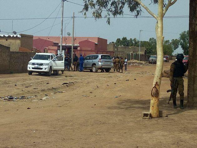 (Photo prétexte de soldats au Burkina Faso sécurisant un lieu où un jihadiste a...