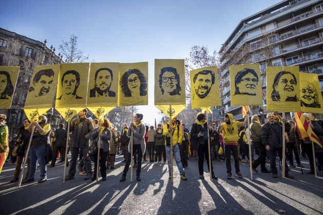 Pancartas con los rostros de los presos del 'procés', durante una