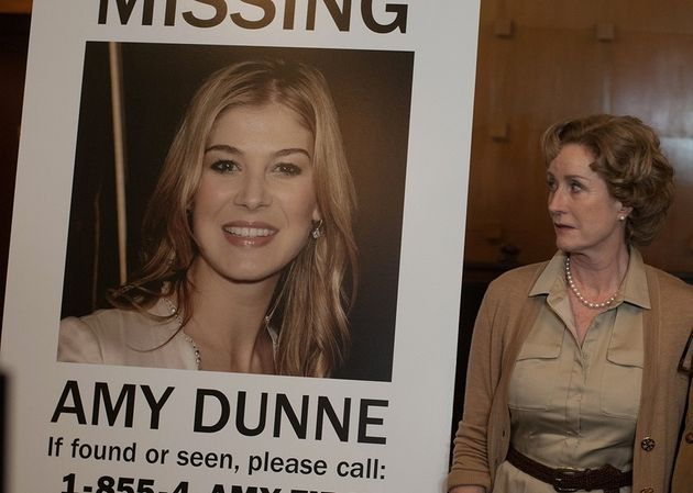 Lisa Banes, Marybeth Elliot (madre de Rosamund Pike, Amy) en la película