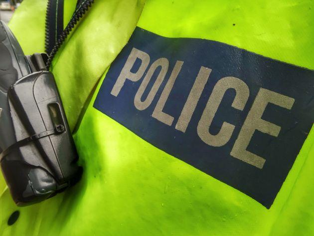 Αστυνομικός ενοικίαζε υπηρεσιακό ασύρματο σε