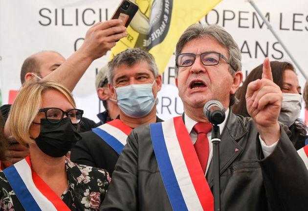 Jean-Luc Melenchon en plein discours lors de la manifestation des grévistes de FerroPem contre...