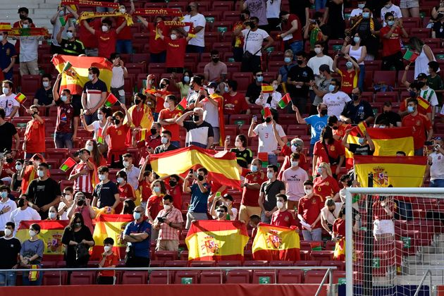 Un grupo de aficionados de la selección en el Wanda durante el amistoso contra Portugal