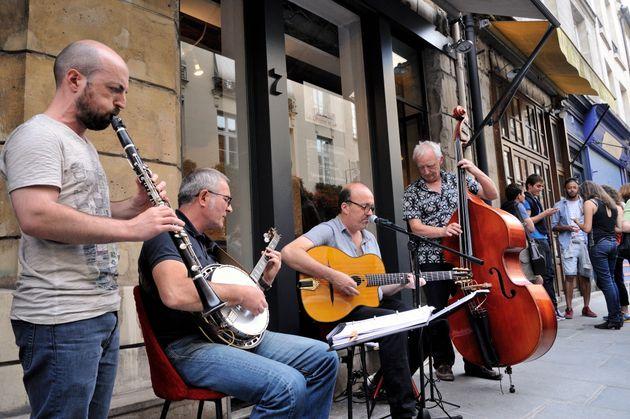 Un groupe de jazz jouant dans la rue de Birague pour la Fête de la musique, le 21 juin 2015 à