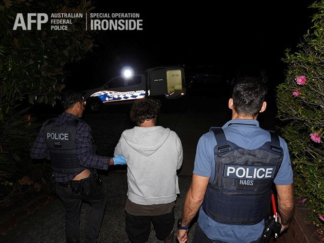 Τεράστιο χτύπημα στο παγκόσμιο οργανωμένο έγκλημα με πάνω από 800