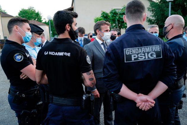 Γαλλία: Ο Μακρόν δέχτηκε χαστούκι στο πρόσωπο από πολίτη κατά τη διάρκεια