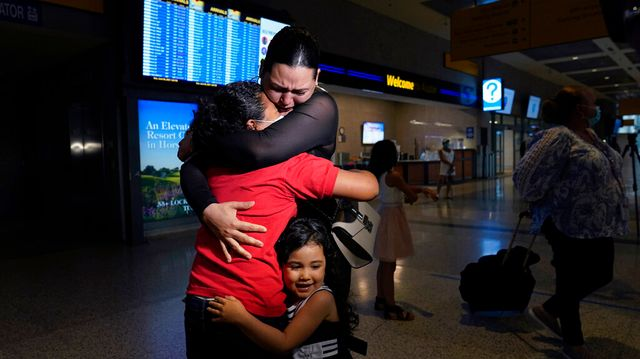 Mom And Daughter Tearfully Reunite At U.S. Border After 6 Years Apart.jpg