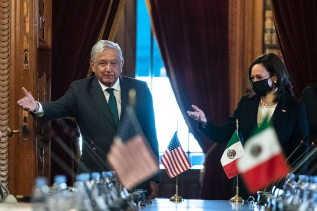 Andrés Manuel López Obrador y Kamala Harris este martes durante la reunión bilateral en el Palacio