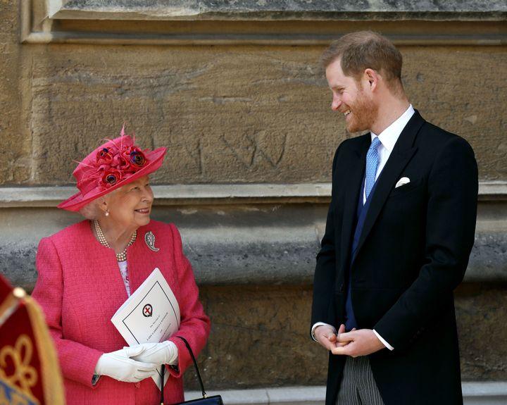 Isabel II y el príncipe Harry, en 2019