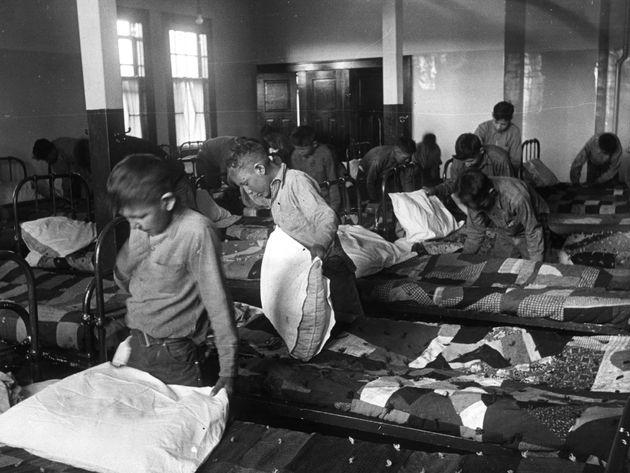 Imagen de 1950 de los niños indios en una de las residencias del Gobierno