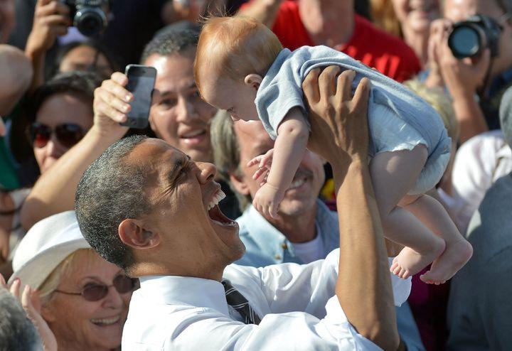 El nombre Barack ganó popularidad una vez que era Sen.  Barack Obama se convirtió en una figura nacional, pero la cantidad de bebés que recibieron ese nombre disminuyó durante gran parte de su presidencia.