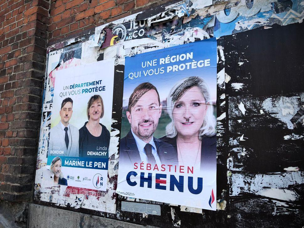 Affiches du RN vandalisées dans les rues de
