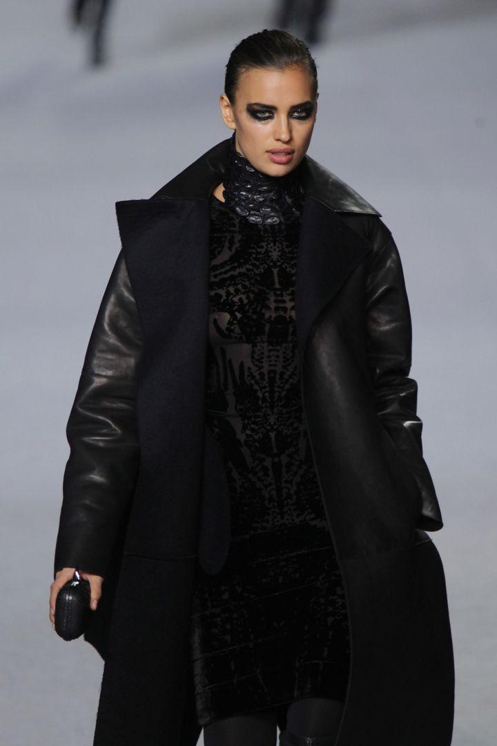 Irina Shayk, en el desfile de la firma Kanye West Ready-To-Wear Otoño/Inverno 2012 en la Paris Fashion Week.