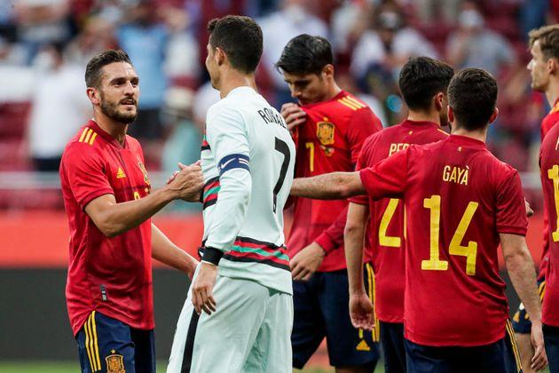 Jugadores de la Roja, con Cristiano Ronaldo, durante el amistoso librado entre España y