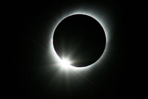 Oggi va in scena l'eclissi anulare di Sole: come