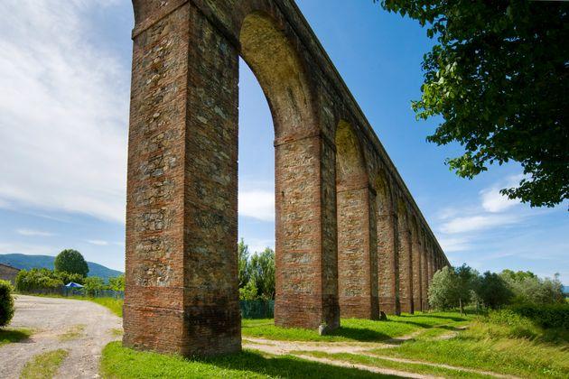 Nottolini Aqueduct. Lucca. Tuscany. Italy. (Photo by: Claudio Ciabochi/Education Images/Universal Images...